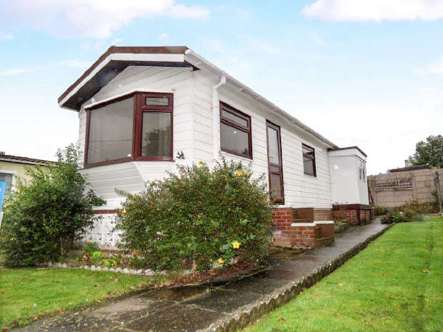 1 Bedroom Park Home Mobile Home for sale in HAILSHAM, Hailsham, East Sussex, BN27