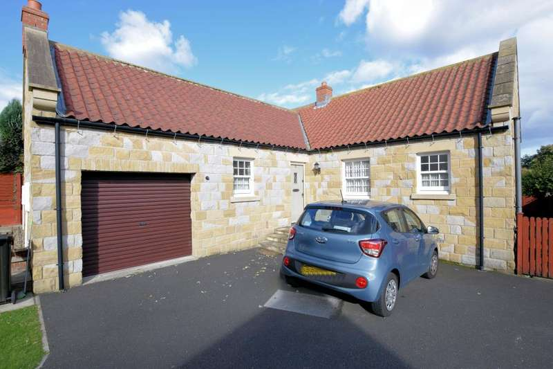 3 Bedrooms Detached Bungalow for sale in Cross Lane, Burniston, Scarborough, North Yorkshire YO13 0HU