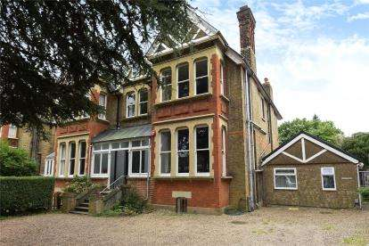5 Bedrooms Semi Detached House for sale in Foxgrove Road, Beckenham