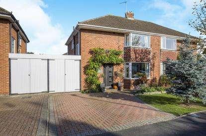 3 Bedrooms Semi Detached House for sale in Hurcombe Way, Brockworth, Gloucester, Gloucestershire
