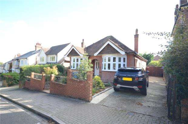 3 Bedrooms Detached Bungalow for sale in Church Hill, Aldershot, Hampshire