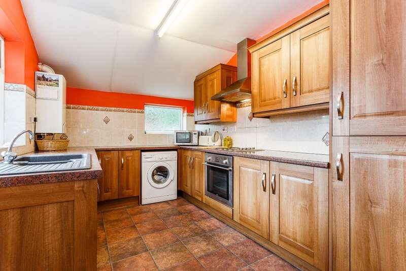 2 Bedrooms Terraced House for sale in Elm Terrace, Pontefract, West Yorkshire, WF8 1DG