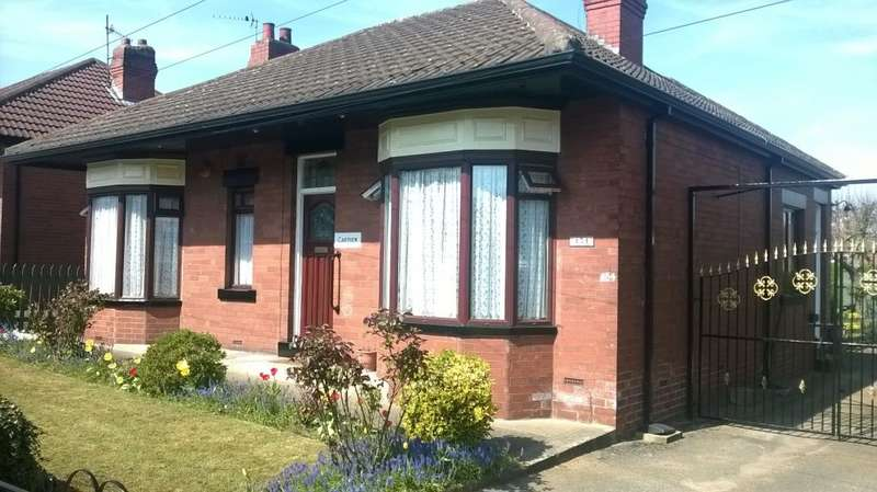 3 Bedrooms Bungalow for sale in Tong Road, Leeds, West Yorkshire, LS12