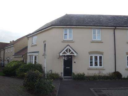 3 Bedrooms Semi Detached House for sale in Lannesbury Crescent, Loves Farm, St. Neots, Cambridgeshire