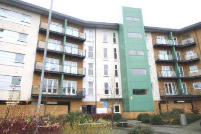2 Bedrooms Flat for sale in Parkhouse Court, Hatfield, Hertfordshire