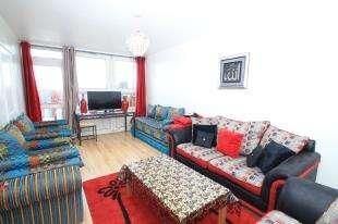 2 Bedrooms Flat for sale in Ethelburga Tower, Rosenau Road, Battersea, London