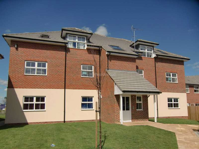 2 Bedrooms Apartment Flat for sale in Honington Mews, Farnborough
