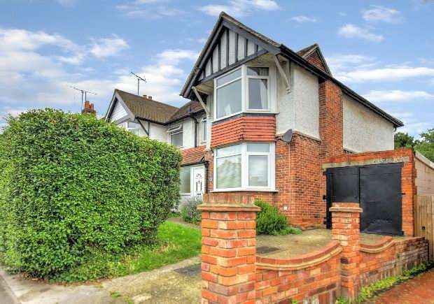 3 Bedrooms Semi Detached House for sale in Grovelands Road, West Reading,