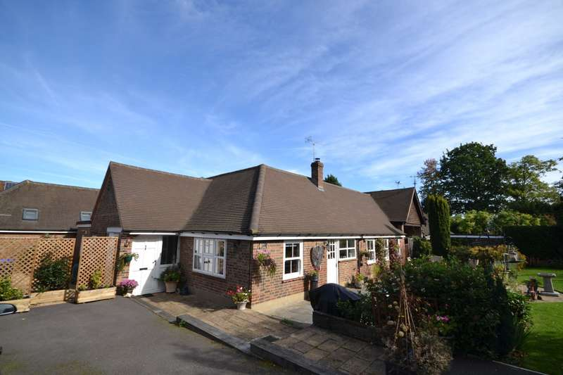 3 Bedrooms Semi Detached Bungalow for sale in Woking