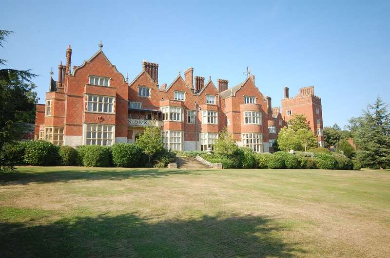 2 Bedrooms Flat for rent in Goldings Hall, Goldings