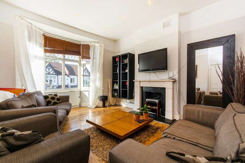 3 Bedrooms Flat for sale in Wavertree Road, Streatham Hill, SW2