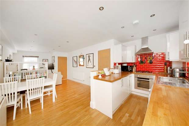 2 Bedrooms Semi Detached House for sale in Mumford Road, Herne Hill
