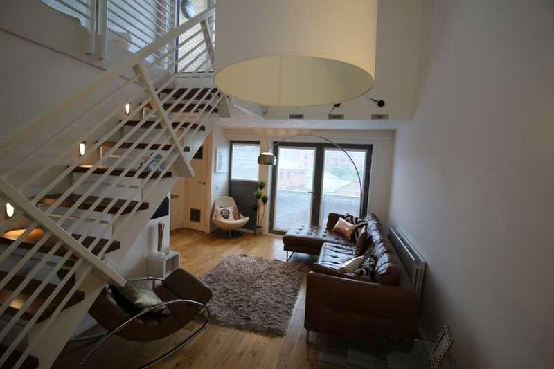 2 Bedrooms Flat for sale in Dumbarton Road, Glasgow, Lanarkshire, G11