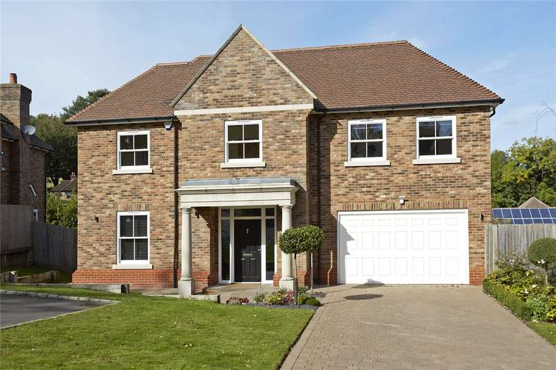 5 Bedrooms Detached House for sale in High Oaks Close, Coulsdon, Surrey, CR5