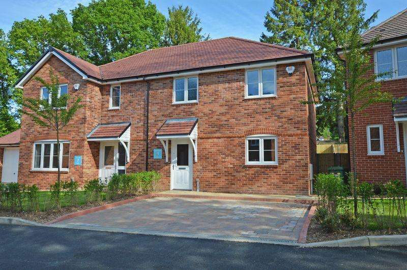 3 Bedrooms Semi Detached House for sale in Off The Shrave, Four Marks, Alton, Hampshire