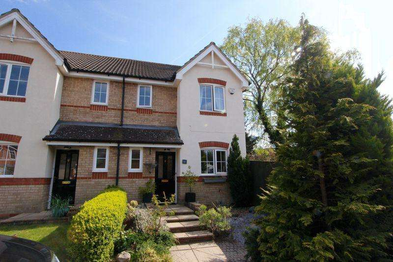 3 Bedrooms Semi Detached House for sale in Winchfield, Caddington **** CORNER PLOT GARAGE ****