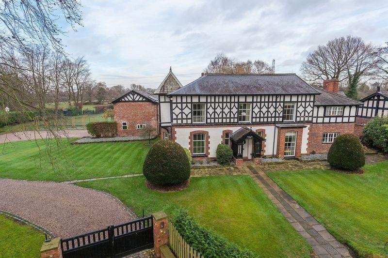 5 Bedrooms Detached House for sale in Davenport Lane, Mobberley