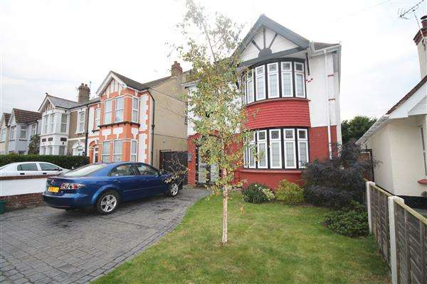 4 Bedrooms House for sale in West Avenue, Clacton on Sea