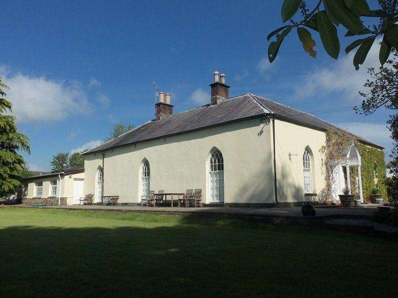6 Bedrooms Detached House for sale in Mount Pleasant, Pensarn, Carmarthen, Carmarthenshire