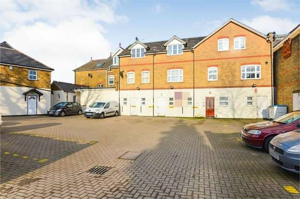 1 Bedroom Flat for sale in Turners Hill, Cheshunt, WALTHAM CROSS, Hertfordshire