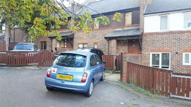 2 Bedrooms Terraced House for sale in Monument Gardens, London