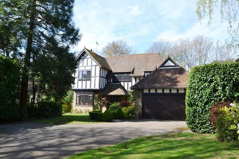 4 Bedrooms Detached House for sale in First Avenue, Charmandean, Worthing, West Sussex, BN14 9NJ