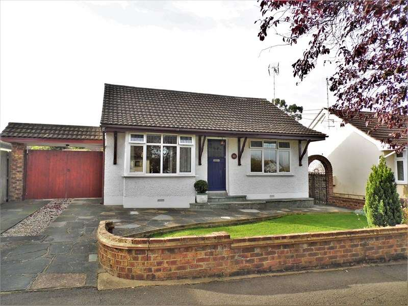 2 Bedrooms Detached Bungalow for sale in Louis Drive, Rayleigh