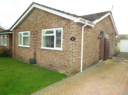 2 Bedrooms Bungalow for sale in Blenheim Drive, Launton, Bicester, Oxfordshire