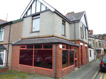 4 Bedrooms End Of Terrace House for sale in Orme Road, Bangor, Gwynedd, LL57