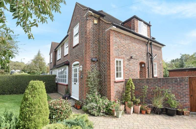 3 Bedrooms Semi Detached House for sale in Albury Drive, Pinner