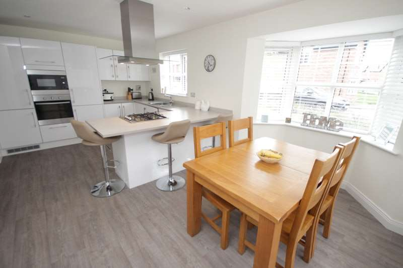 4 Bedrooms Detached House for sale in Forest Grove, Preston, Lancashire, PR3