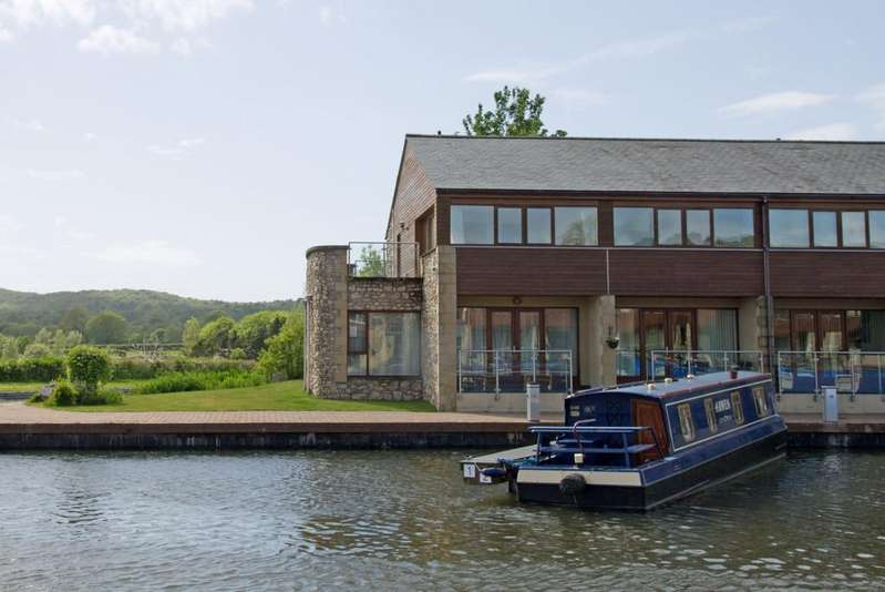 3 Bedrooms Cottage House for sale in 14 Lapwing House, Tewitfield Marina, Tewitfield, LA6 1GP