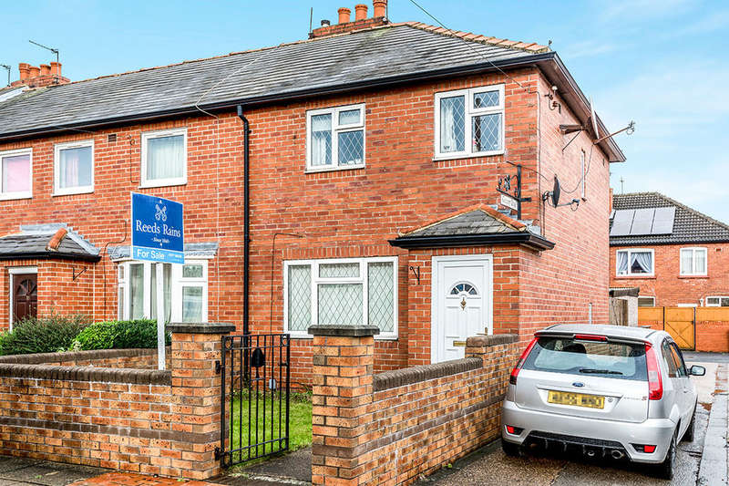 3 Bedrooms Terraced House for sale in Gregory Road, Glasshoughton, Castleford, WF10