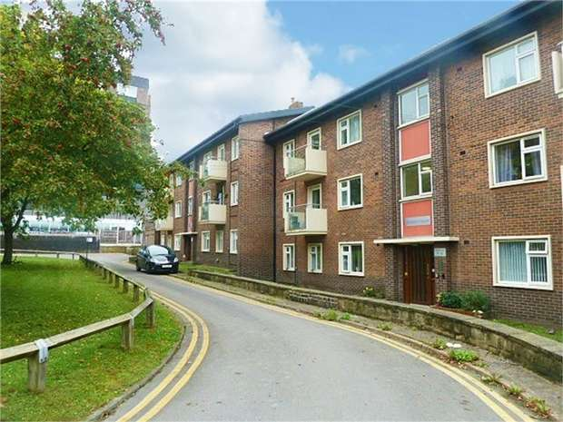 2 Bedrooms Flat for sale in George Street, Wakefield, West Yorkshire