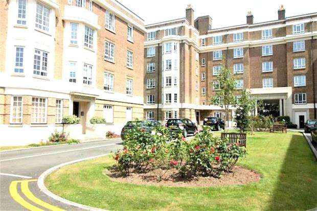 2 Bedrooms Flat for sale in Cambray Court, CHELTENHAM, Gloucestershire, GL50 1JU
