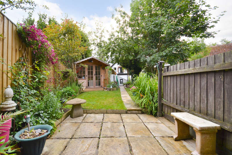 3 Bedrooms Detached House for sale in Carisbrooke, Newport