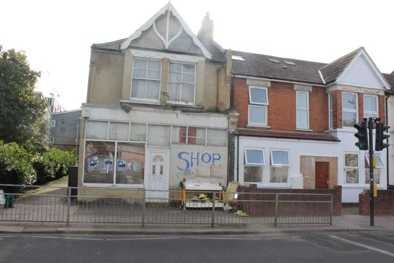Retail Property (high Street) Commercial for rent in Fanshawe Avenue, Barking