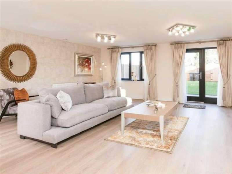 3 Bedrooms Semi Detached House for sale in The Village, Buntingford