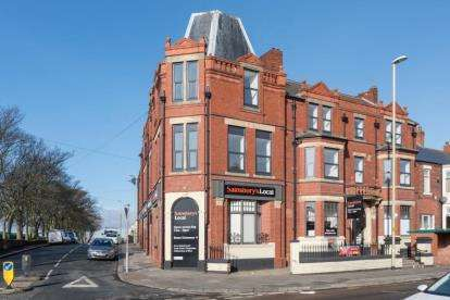 2 Bedrooms Flat for sale in West Park Apartments, South Shields, Tyne and Wear, NE33