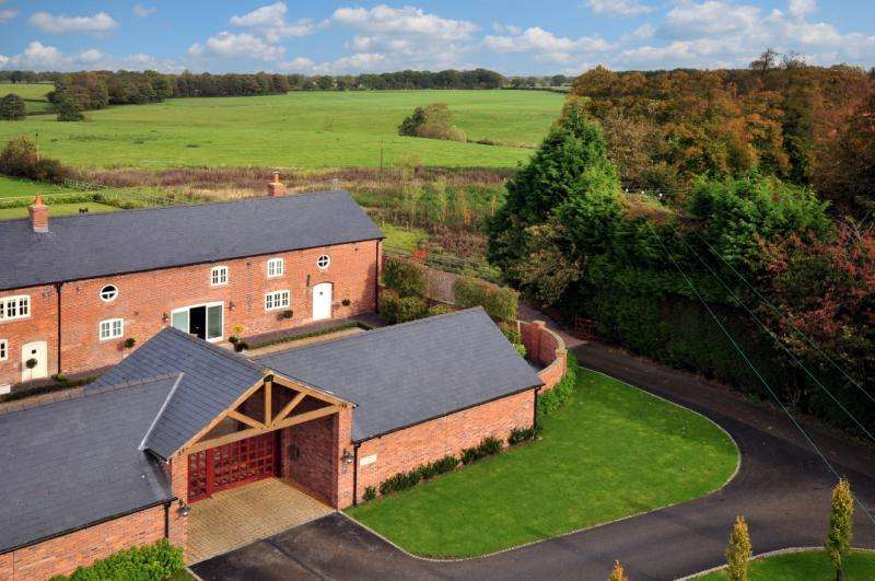 4 Bedrooms Barn Conversion Character Property for sale in Dairy House Farm, Brereton Park, Near Holmes Chapel, Cheshire, CW11