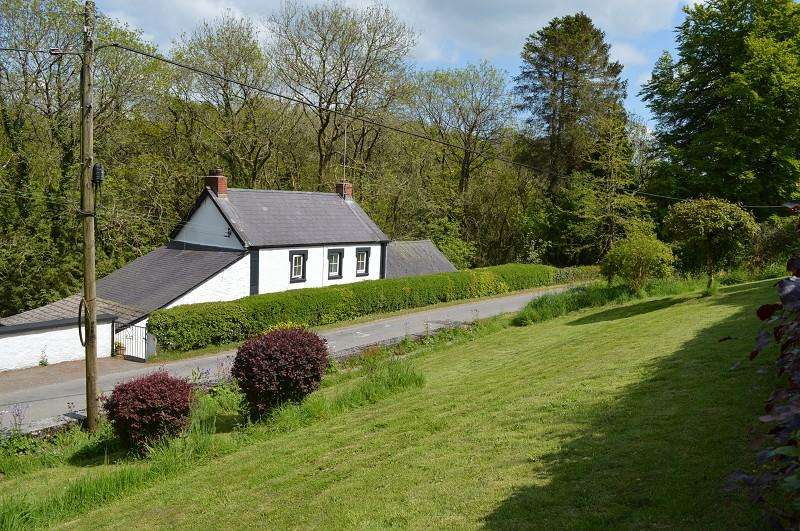 3 Bedrooms Land Commercial for sale in Gwarcwm , Llanpumsaint, Carmarthen, Carmarthenshire. SA33 6BP