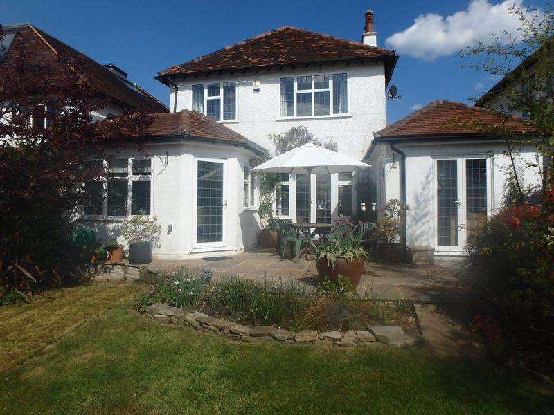 4 Bedrooms Detached House for sale in Oak Hill, Epsom