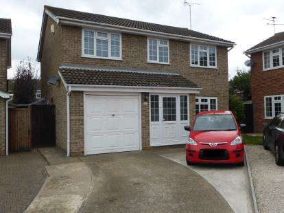 4 Bedrooms Detached House for sale in Leigh On Sea, Essex