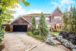4 Bedrooms Detached House for sale in The Lane, Guston, Dover, Kent