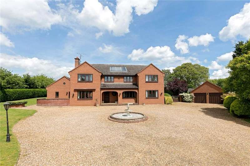 5 Bedrooms Detached House for sale in High Street, Flore, Northampton, Northamptonshire, NN7
