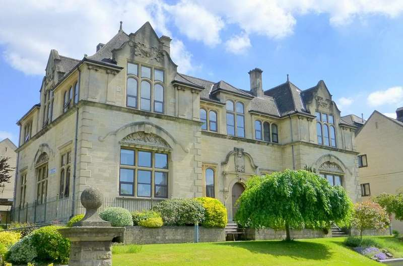 2 Bedrooms Ground Flat for sale in Fitzmaurice Place, Bradford on Avon