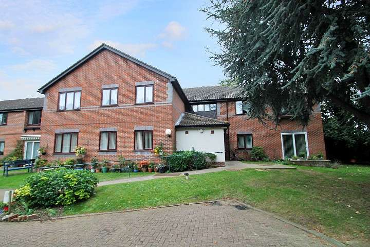 1 Bedroom Flat for sale in The Doultons, Octavia Way, Staines-Upon-Thames, TW18