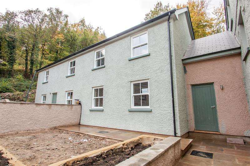 2 Bedrooms Semi Detached House for rent in Lydbrook