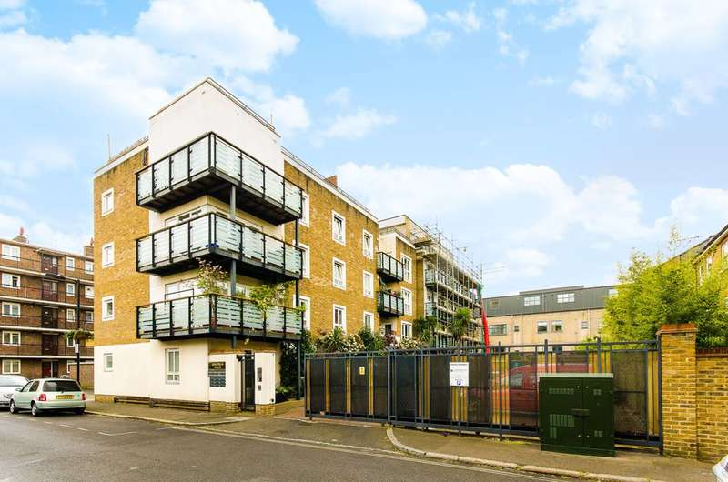 2 Bedrooms Flat for rent in Spectrum Place, Elephant and Castle, SE17