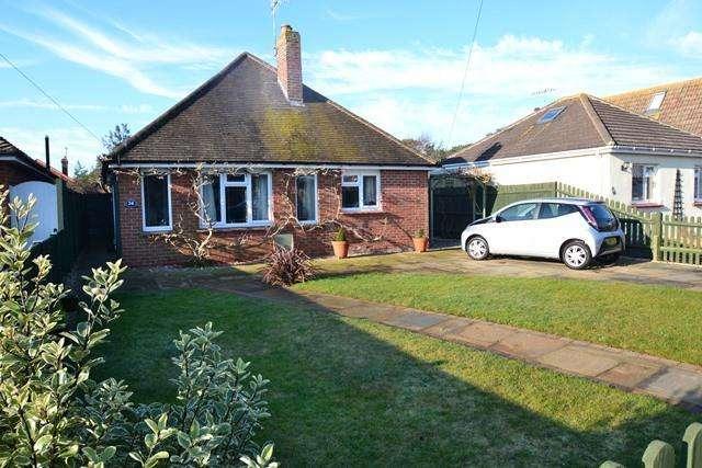 3 Bedrooms Detached Bungalow for sale in Ocean Drive, Ferring, West Sussex, BN12 5QP